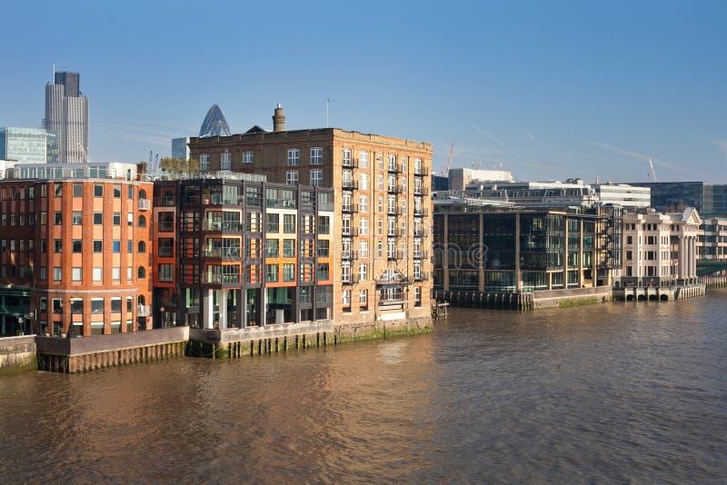 Αστική άποψη τοπίων πόλεων του Λονδίνου από τον Τάμεση στοκ φωτογραφία με δικαίωμα ελεύθερης χρήσης