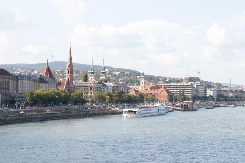 Αστική εικονική παράσταση πόλης προμαχώνων ψαράδων εκκλησιών πόλεων άποψης της Βουδαπέστης Ουγγαρία στοκ εικόνες με δικαίωμα ελεύθερης χρήσης