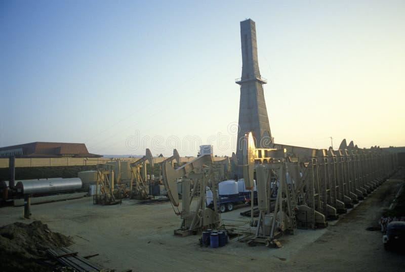 Αστική πετρελαιοπηγή σε Torrance, επιχείρηση Delamo, ασβέστιο στοκ φωτογραφία με δικαίωμα ελεύθερης χρήσης