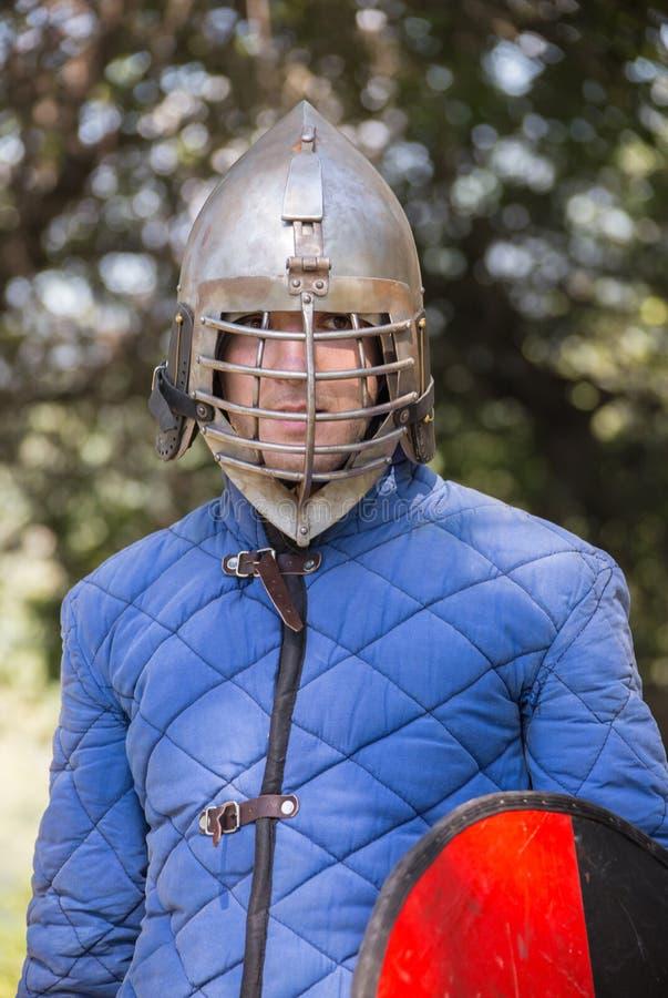 Download Αστράφτοντας εκμετάλλευση ξίφος ιπποτών Στοκ Εικόνες - εικόνα από γενναίο, πάλη: 62716144