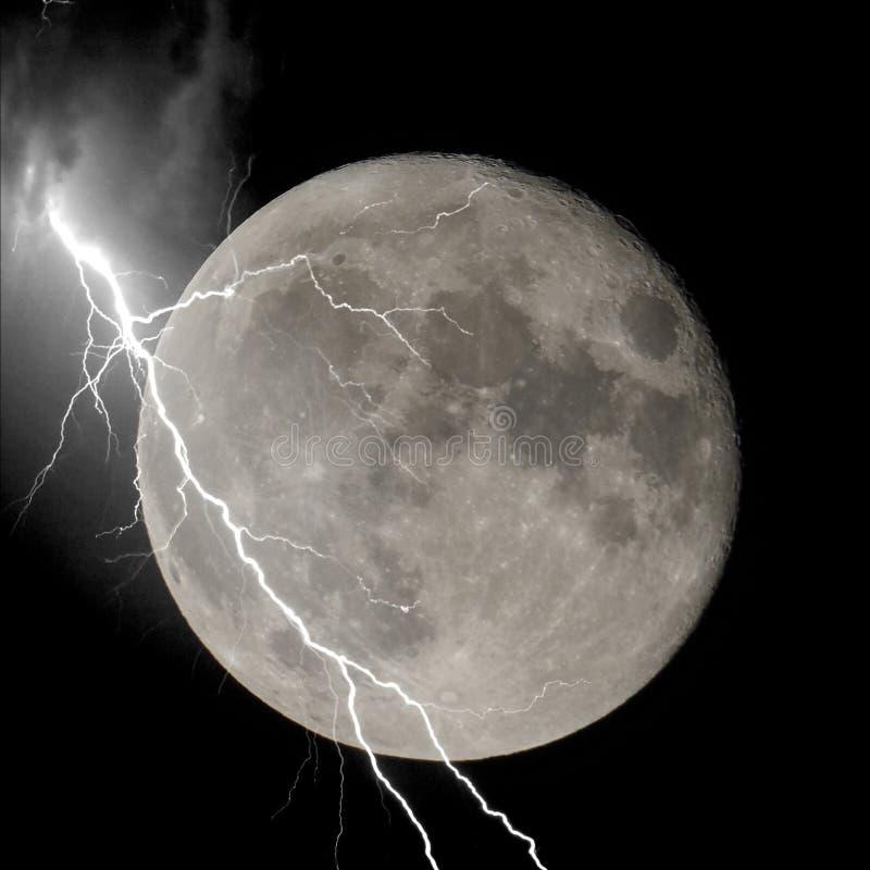 Αστραπή στο φεγγάρι στοκ εικόνες