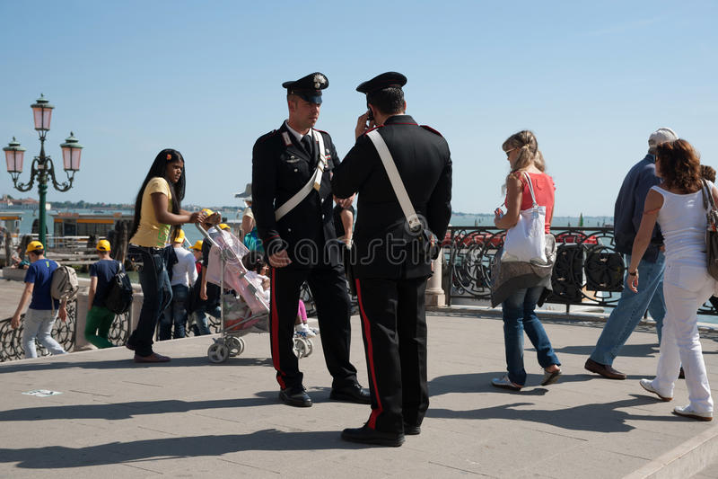 αστυνομία δύο carabinieri Βενετία στοκ εικόνες