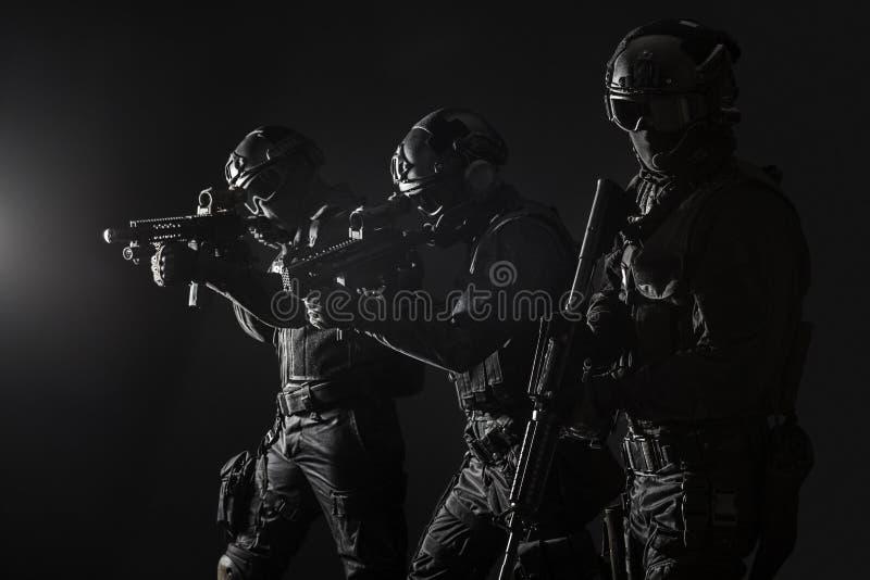 Αστυνομία προδιαγραφών ops officersSWAT στοκ φωτογραφίες