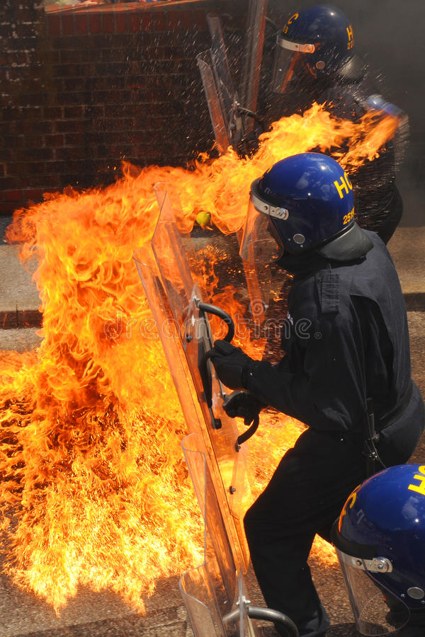 Αστυνομικοί και πυρκαγιά στοκ φωτογραφίες