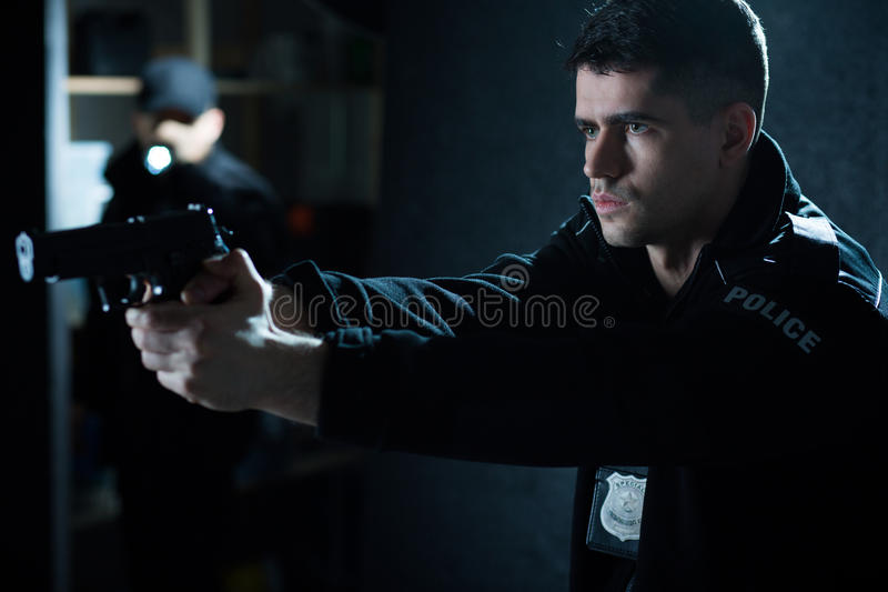 Αστυνομικός με το περίστροφο στοκ φωτογραφίες με δικαίωμα ελεύθερης χρήσης