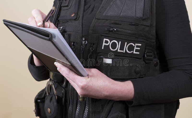 Αστυνομικός που παίρνει τις σημειώσεις στοκ φωτογραφία