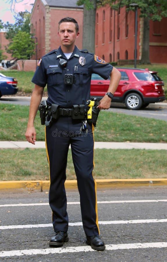 Αστυνομικός στο καθήκον κατά τη διάρκεια ενός γεγονότος στοκ εικόνες με δικαίωμα ελεύθερης χρήσης