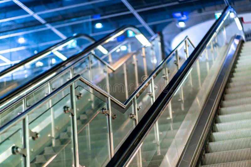 Ασυνήθιστη άποψη στις κυλιόμενες σκάλες στον υπόγειο σταθμό Potsdamer Platz του Βερολίνου στοκ φωτογραφίες με δικαίωμα ελεύθερης χρήσης