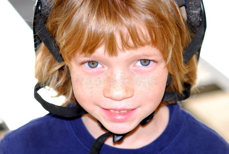 ασφάλεια κατσικιών κρανών χαμόγελου στοκ εικόνα με δικαίωμα ελεύθερης χρήσης