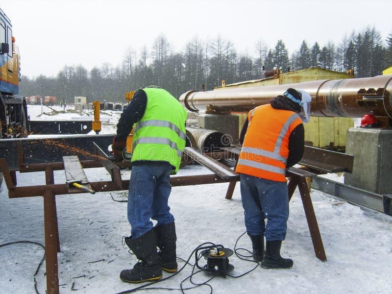 Ασφάλεια στην εργασία Ένωση και λείανση των κατασκευών σιδήρου Indu στοκ εικόνα