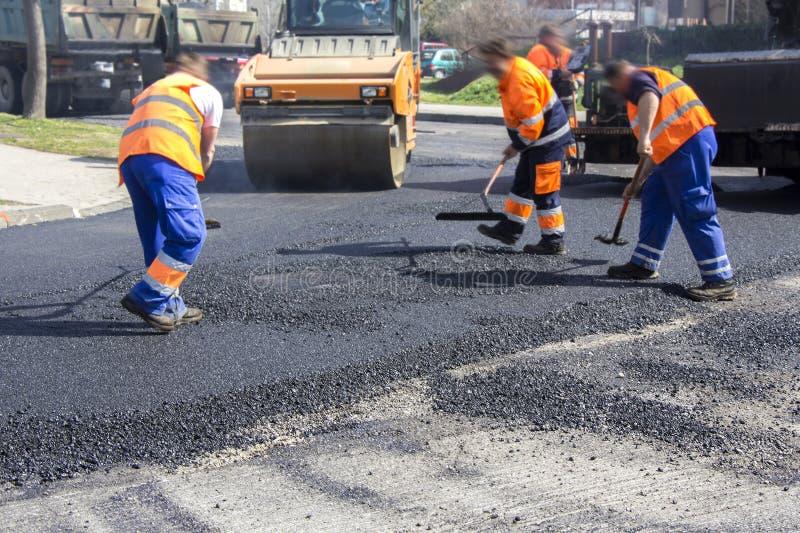 Ασφαλτόστρωση και επισκευή των δρόμων στοκ εικόνα