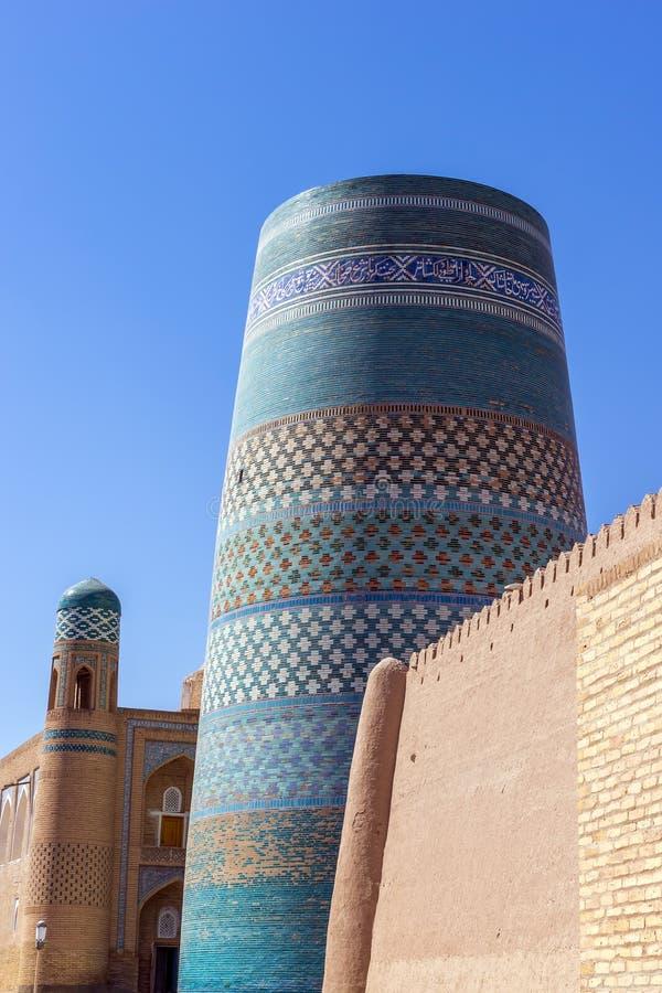 Ατελής δευτερεύων μιναρές Kalta σε Ichan Qala - Khiva, Ουζμπεκιστάν στοκ εικόνες