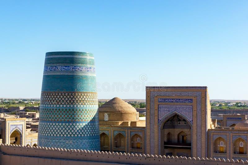 Ατελείς δευτερεύοντες μιναρές και Madrassah Kalta amin-Khan - Khiva, Ουζμπεκιστάν στοκ εικόνα με δικαίωμα ελεύθερης χρήσης