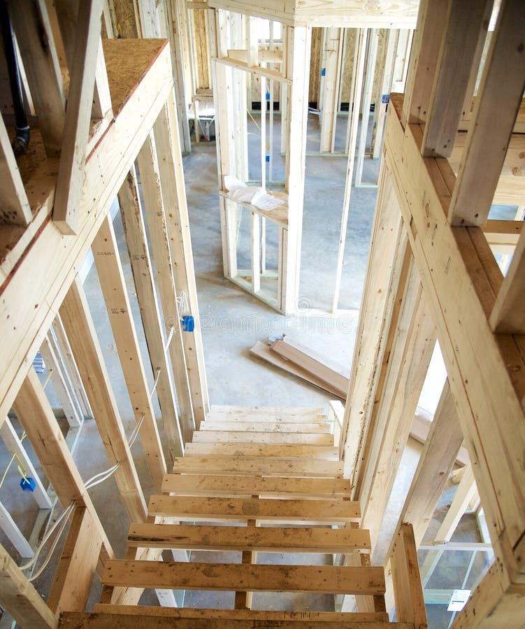 Ατελή βήματα σε ένα προαστιακό σπίτι κάτω από την κατασκευή στοκ εικόνα με δικαίωμα ελεύθερης χρήσης