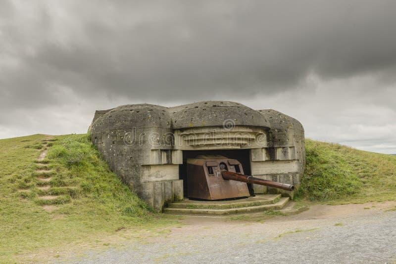 Ατλαντικά συγκεκριμένα αποθήκη και πυροβόλο όπλο από τον παγκόσμιο πόλεμο δύο στοκ εικόνα με δικαίωμα ελεύθερης χρήσης