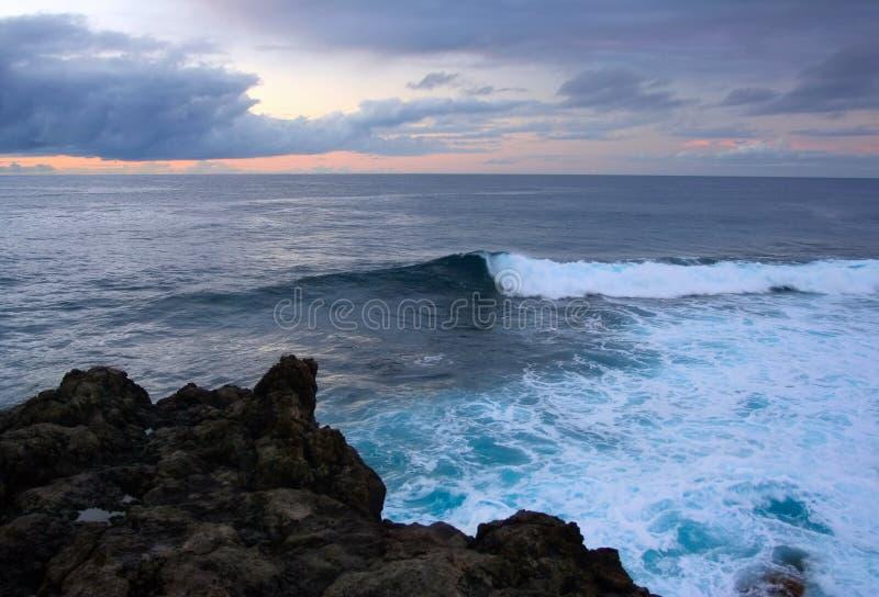 ατλαντικό μπλε κύμα καναρινιών στοκ εικόνες