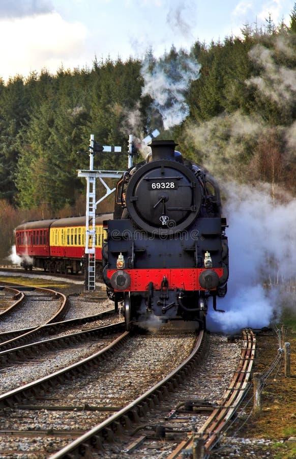 Ατμομηχανή ατμού και τραίνο, σιδηρόδρομος του βόρειου Γιορκσάιρ στοκ εικόνες με δικαίωμα ελεύθερης χρήσης