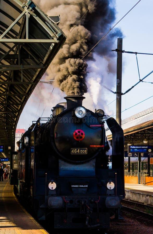 Ατμομηχανή ατμού στο σταθμό στοκ φωτογραφία με δικαίωμα ελεύθερης χρήσης