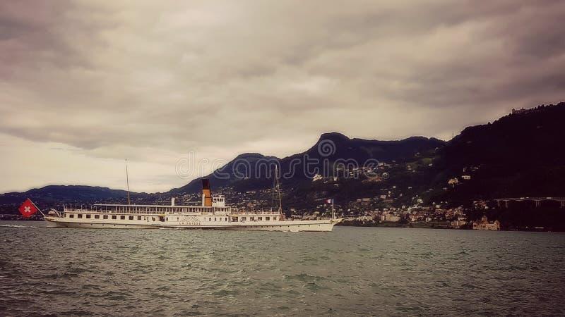 Ατμόπλοιο κουπιών στη λίμνη Γενεύη Ελβετία στοκ φωτογραφία
