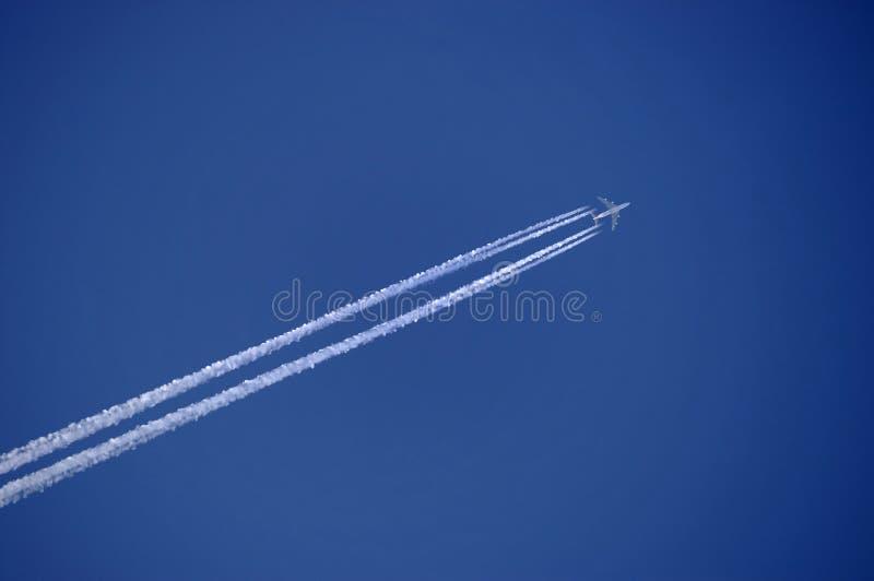 ατμός ιχνών αεροπλάνων στοκ φωτογραφία με δικαίωμα ελεύθερης χρήσης