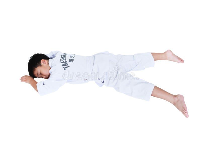 Ατυχήματα στον αθλητισμό Ασιατικό taekwondo αθλητών παιδιών που βρίσκεται επιρρεπές στοκ εικόνες με δικαίωμα ελεύθερης χρήσης