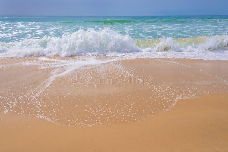 Ατλαντικός Ωκεανός, μπροστινή άποψη των κυμάτων στην παραλία στοκ εικόνες με δικαίωμα ελεύθερης χρήσης