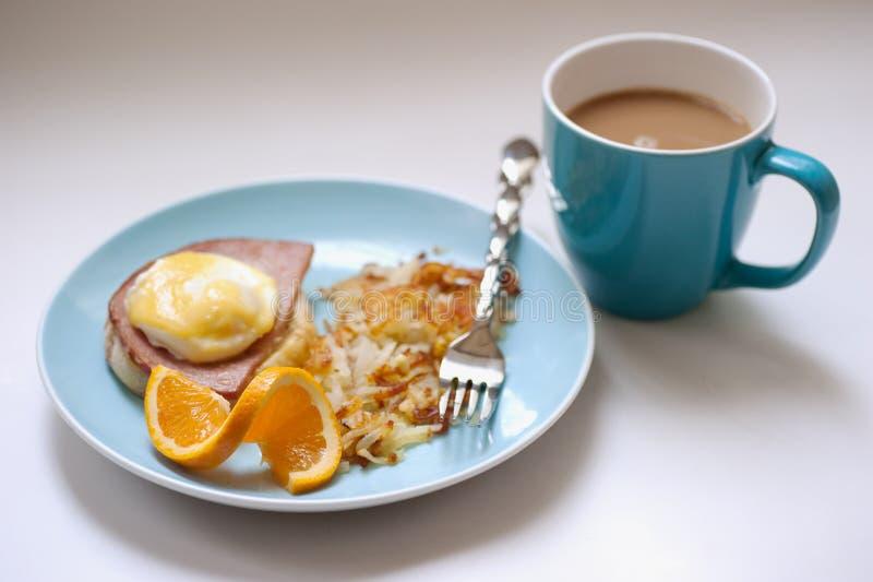 αυγά καφέ του Benedict στοκ εικόνα