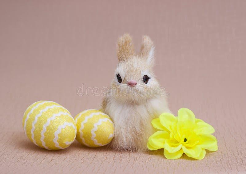Αυγά Πάσχας και λαγουδάκια διακοσμήσεων στοκ φωτογραφία