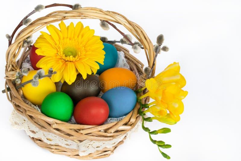 Αυγά Πάσχας στο καλάθι 3 στοκ εικόνες