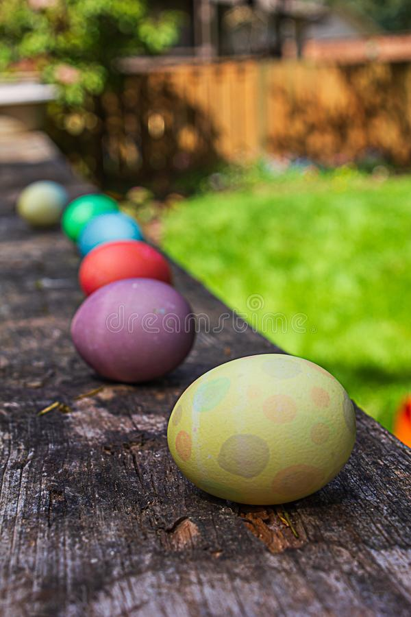 Αυγά που ευθυγραμμίζονται κάτω από ένα κιγκλίδωμα γεφυρών ναυπηγείων στοκ φωτογραφία