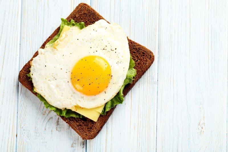 αυγά που τηγανίζονται στοκ φωτογραφίες με δικαίωμα ελεύθερης χρήσης