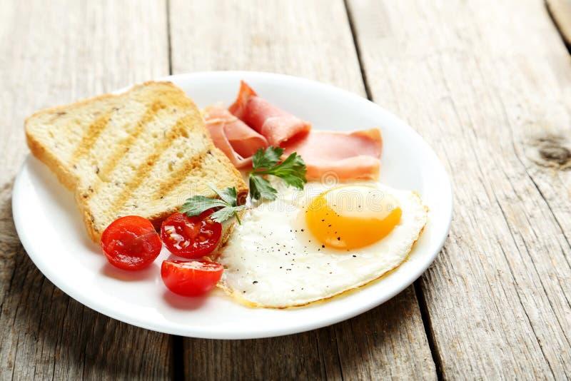 αυγά που τηγανίζονται στοκ εικόνες