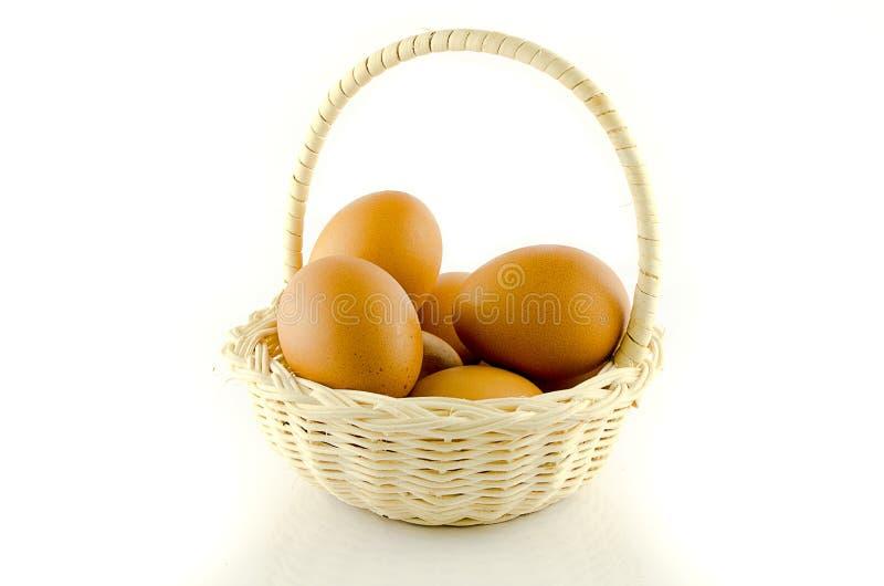 Αυγά στο καλάθι στοκ εικόνα