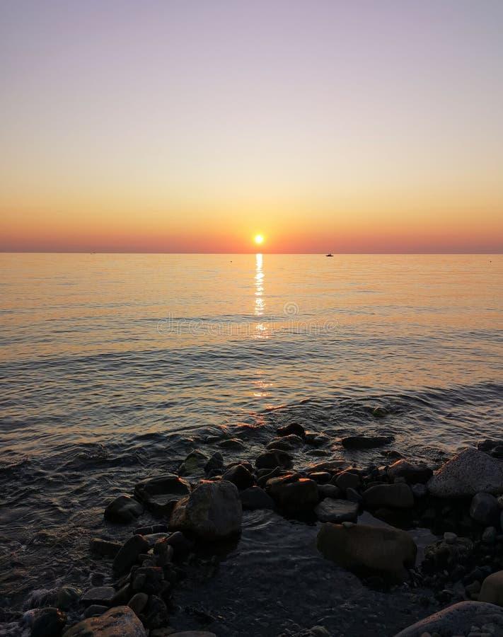 Αυγή στην Ιταλία, αυγή πάνω από το Ιόνιο στοκ εικόνα με δικαίωμα ελεύθερης χρήσης