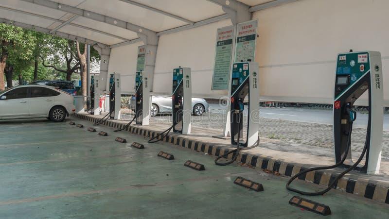 16 Αυγούστου 2018 Πόλη Suzhou, Κίνα Παροχή ηλεκτρικού ρεύματος για την ηλεκτρική χρέωση αυτοκινήτων αυτοκίνητο που χρεώνει τον ηλ στοκ εικόνες