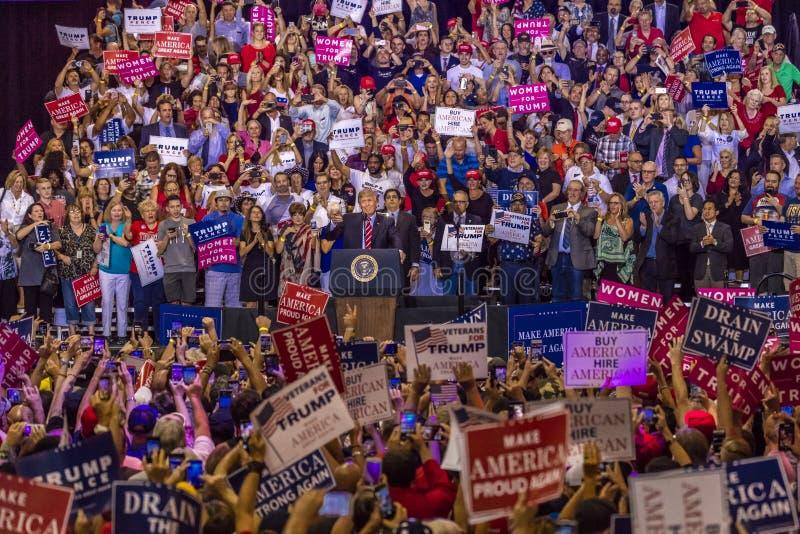 22 ΑΥΓΟΎΣΤΟΥ 2017, PHOENIX, U AZ S Πρόεδρος Donald J Το ατού μιλά στο πλήθος των υποστηρικτών 2016 προεδρικός έρανος στοκ εικόνα