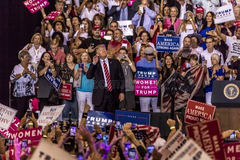 22 ΑΥΓΟΎΣΤΟΥ 2017, PHOENIX, U AZ S Πρόεδρος Donald J Το ατού μιλά στο πλήθος των υποστηρικτών Εκστρατεία, Πρόεδρος στοκ φωτογραφία