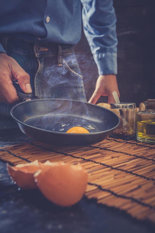 αυγό που τηγανίζεται στοκ φωτογραφίες με δικαίωμα ελεύθερης χρήσης