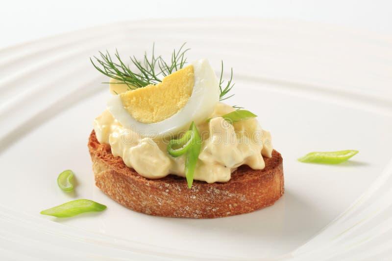 αυγό ψωμιού που διαδίδετ στοκ φωτογραφία