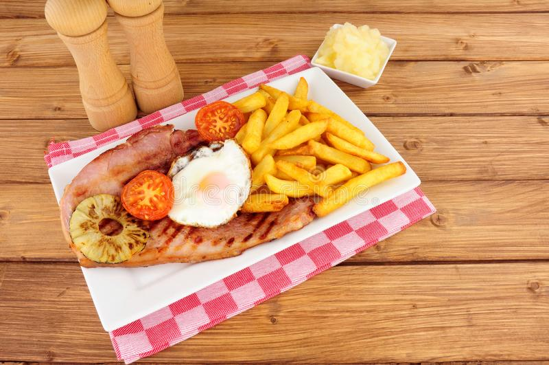 Αυγό Gammon και γεύμα τσιπ στοκ εικόνες