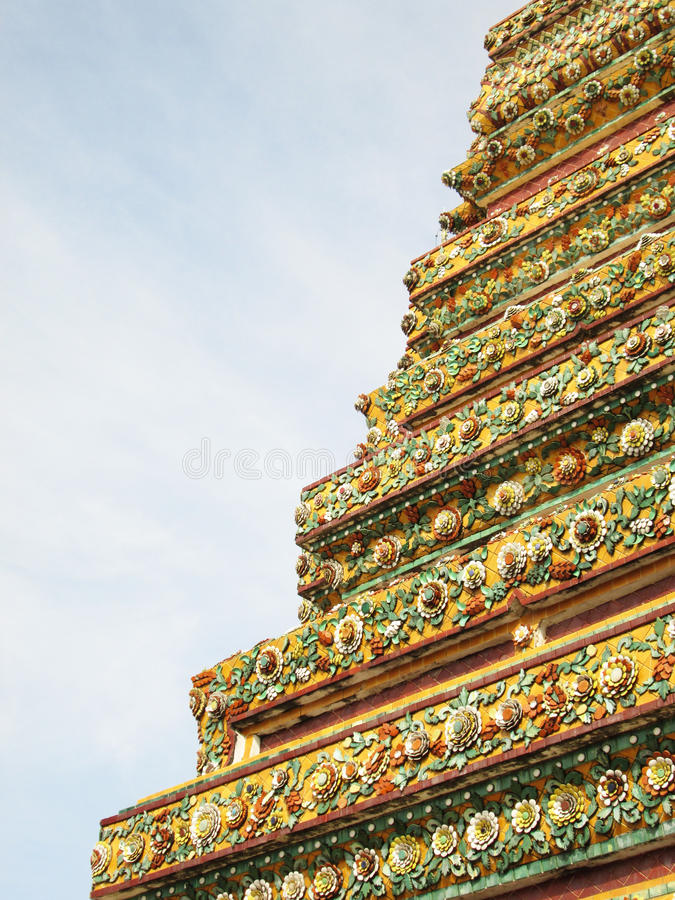 Αυθεντική ταϊλανδική αρχιτεκτονική (κεραμική διακόσμηση παγοδών) σε Wat Pho, Μπανγκόκ, Ταϊλάνδη, Wat Pho, Μπανγκόκ στοκ φωτογραφία με δικαίωμα ελεύθερης χρήσης