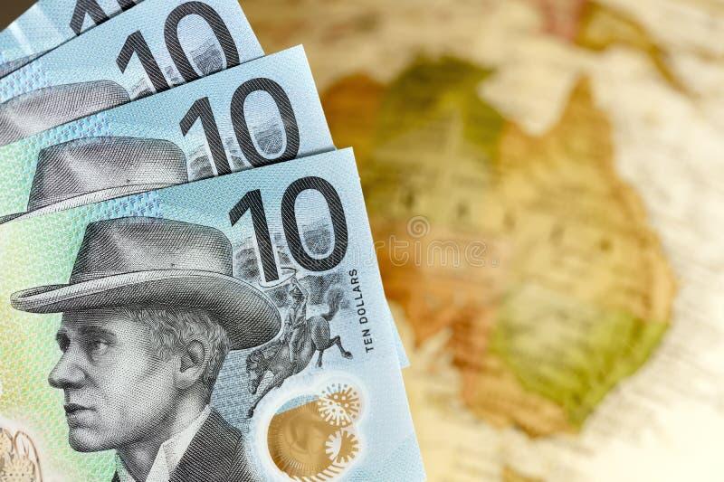Αυστραλιανά χρήματα πάνω στο θαμπό φόντο του χάρτη στοκ φωτογραφία με δικαίωμα ελεύθερης χρήσης