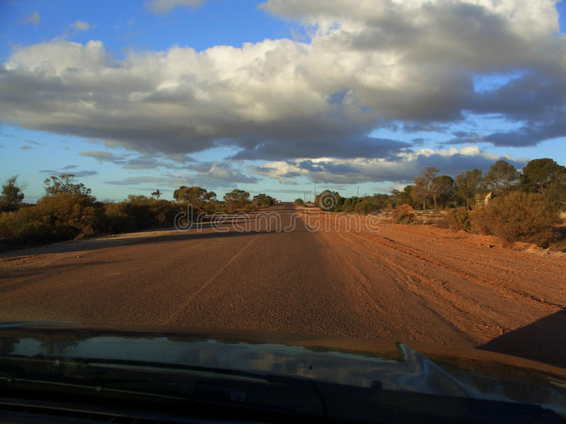 Αυστραλιανός δρόμος εσωτερικών πίσσας και αμμοχάλικου στοκ φωτογραφία