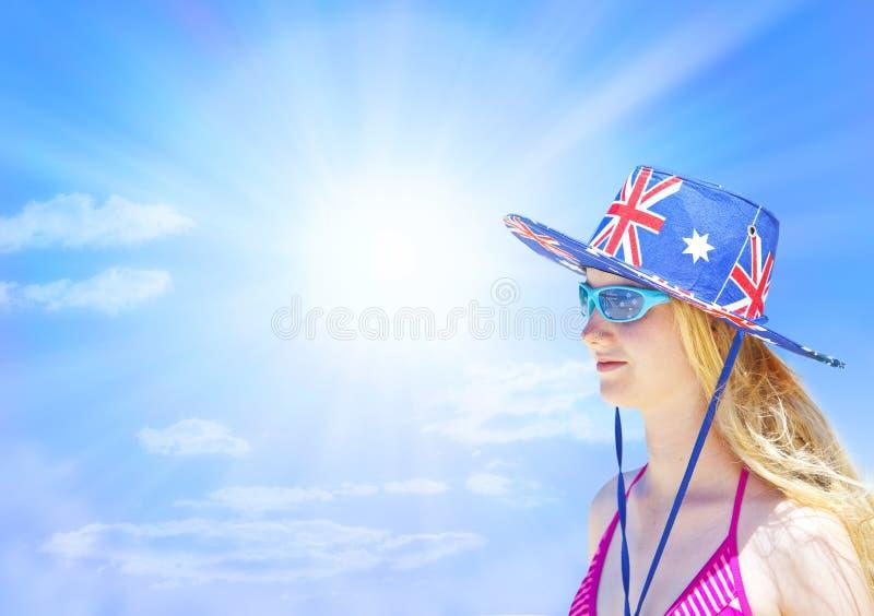 Αυστραλιανό υπόβαθρο ουρανού κοριτσιών στοκ εικόνες
