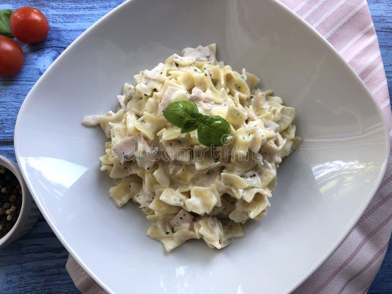 Αυστριακή ειδικότητα ζυμαρικών ζαμπόν - Schinkenfleckerl στοκ εικόνες