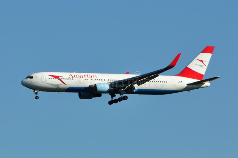 αυστριακή προσγείωση Boeing 767 &a στοκ εικόνα