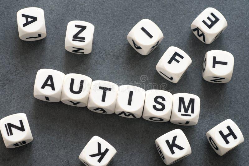 Αυτισμός λέξης στους κύβους παιχνιδιών στοκ εικόνες