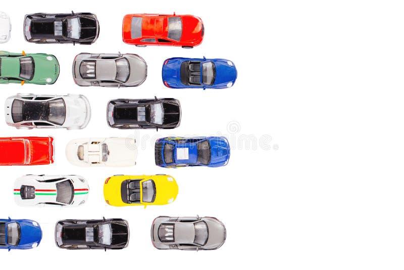 Αυτοκίνητα παιχνιδιών με τη τοπ άποψη σχετικά με το άσπρο υπόβαθρο στοκ εικόνες