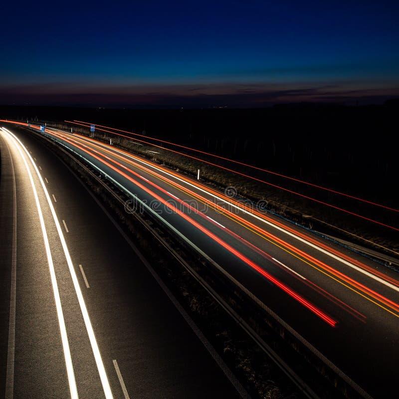 Αυτοκίνητα που κινούνται γρήγορα στοκ εικόνες με δικαίωμα ελεύθερης χρήσης