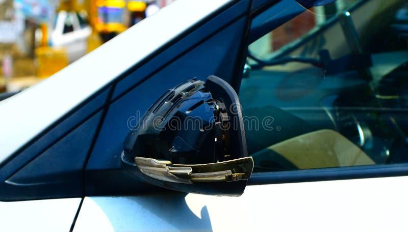 Αυτοκίνητα που σπάζουν να φανεί φωτογραφία αντικειμένου καθρεφτών στοκ εικόνα με δικαίωμα ελεύθερης χρήσης